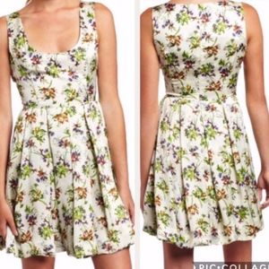 NWT**BB Dakota Floral Print Silky Dress**sz 6
